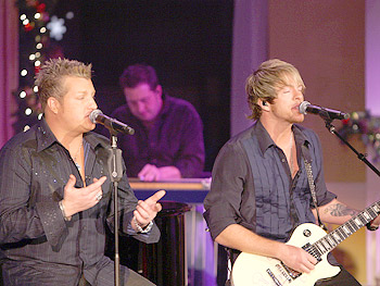 Rascal Flatts zingen 'She Goes All the Way.'