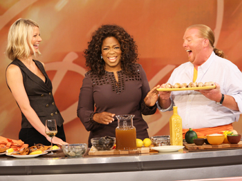 Gwyneth Paltrow, Mario Batali and Oprah make paella