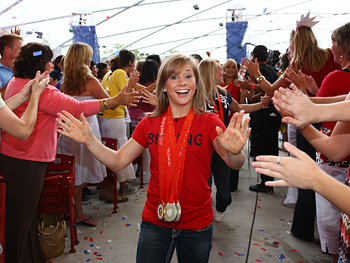 Shawn Johnson makes her way through the crowd.