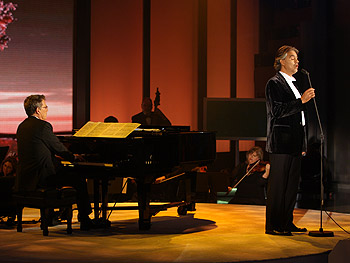 Andrea Bocelli with David Foster on the piano