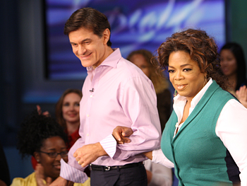 Dr. Oz escorts Oprah.