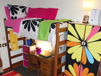 Bold accent colors brighten a dull dorm room.