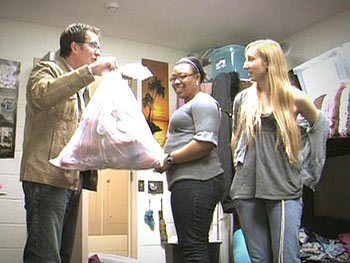 Peter Walsh cleans out Kali and Ashley's dorm room.