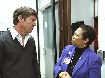 Dennis Quaid returns to Cedars-Sinai for the first time.
