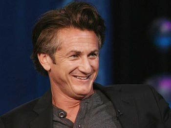 Sean Penn honored Mickey Rourke in his Oscar acceptance speech.
