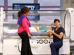 Dr. Oz explains how hyperbaric oxygen therapy helps heal wounds and repair broken bones.
