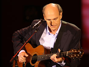 James Taylor sings Sweet Baby James
