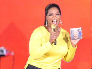Oprah holds James Taylor's CD, Covers.