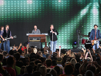 Rascal Flatts performs Life Is a Highway.