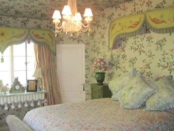 Kirstie Alley's floral bedroom