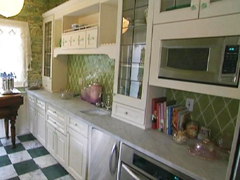 Kirstie Alley's small kitchen