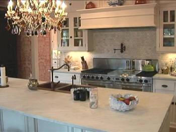 Kirstie Alley's large kitchen