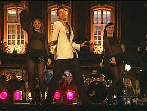 Alex Swings, Oscar Sings performs.